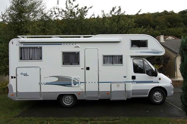 location camping car capucine crolles 137. Black Bedroom Furniture Sets. Home Design Ideas