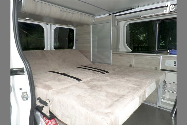 location fourgon am nag lorient 127. Black Bedroom Furniture Sets. Home Design Ideas