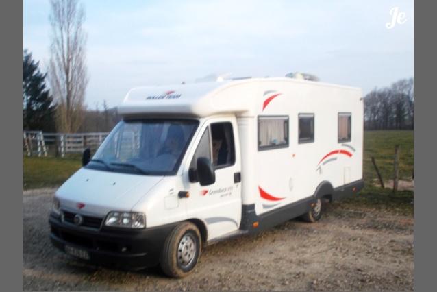 location camping car profil bourg en bresse 83. Black Bedroom Furniture Sets. Home Design Ideas