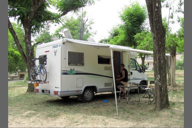 location camping car profil marseille 72. Black Bedroom Furniture Sets. Home Design Ideas